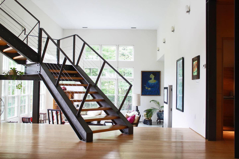 Металлическая лестница из швеллера